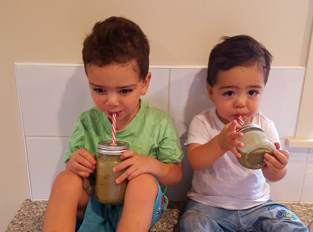 Kids Smoothie together